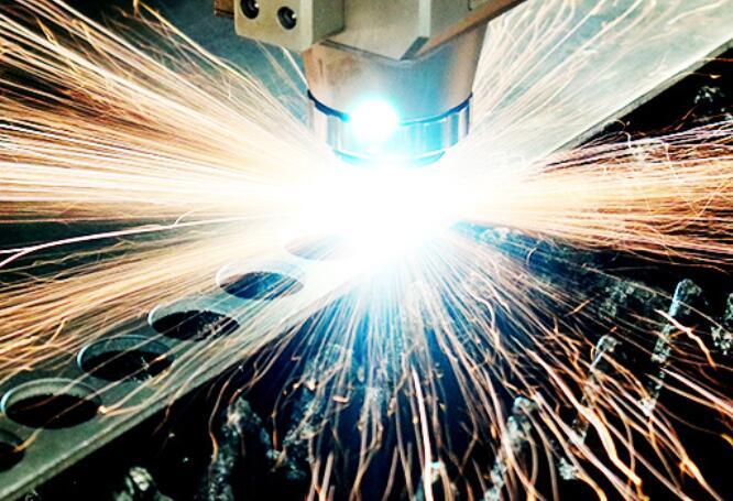 激光切割机应该选择二氧化碳还是光纤?