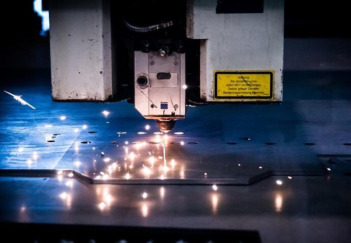 数控激光切割机需要选择好的保护透镜