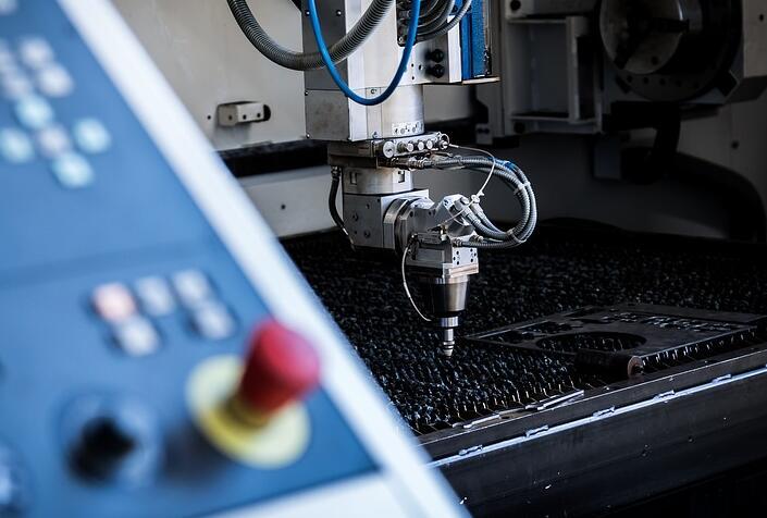 光纤切割机在切割金属板时候的注意事项以及操作技巧